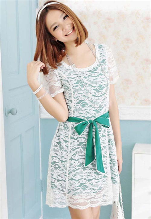 Model Baju Pesta dengan Dress ala Korea ditambah Aksesoris Pita Pinggang