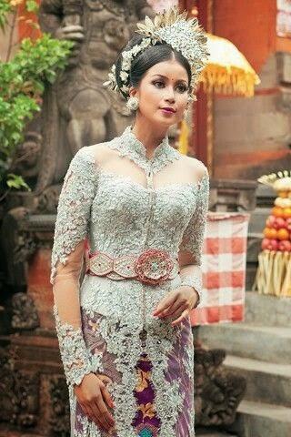 Model Kebaya Pengantin Modern Adat Bali Warna Putih