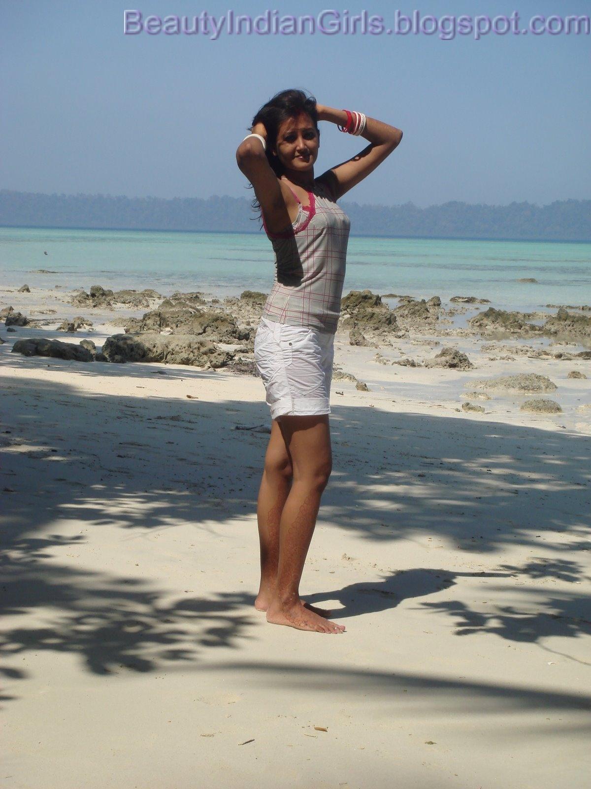 Baju Pantai Wanita Paling Cocok dan Nyaman