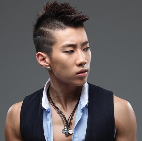 Gaya Rambut Pria Korea dengan Ukir Samping