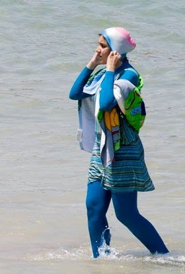 Model Baju Pantai Wanita Muslim Terkini