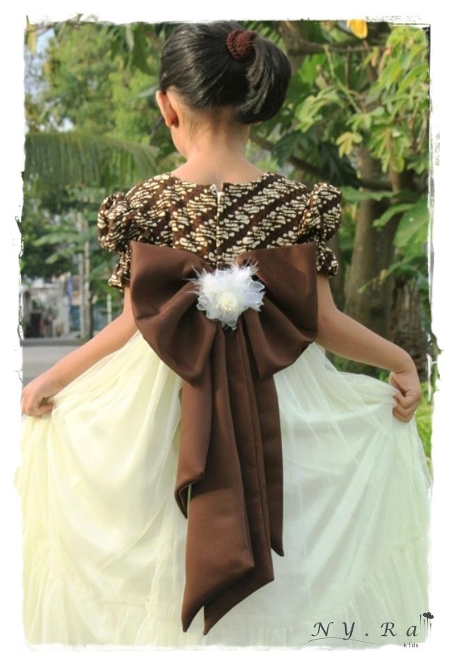 Model Baju Pesta Anak dengan Gaun Batik
