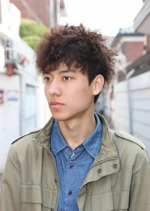 Model Rambut Keriting Pria Korea
