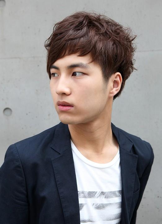 Model Rambut Pria Korea Berponi
