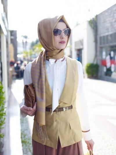 Paduan Rompi sebagai Model Baju Kerja Wanita Terbaru