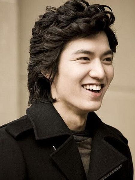 Potongan Rambut Pria Korea Keriting dan Keren
