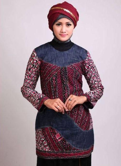 Baju Batik Muslim Wanita Bermotif Modern