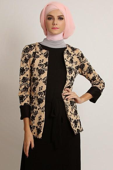 Model Baju Batik Muslim dengan Perpaduan Blazer Cantik