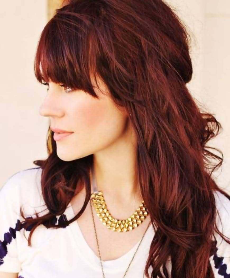 Warna Rambut Coklat Kemerahan dengan Model Pirang