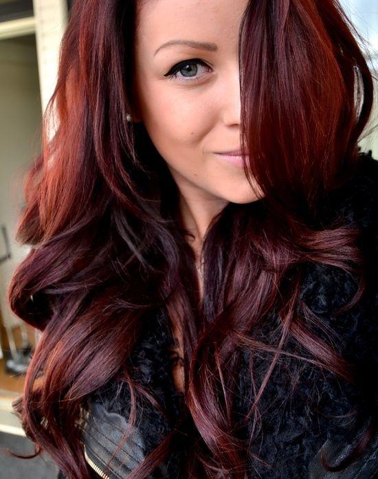 Warna Rambut Coklat Kemerahan untuk Rambut Berombak