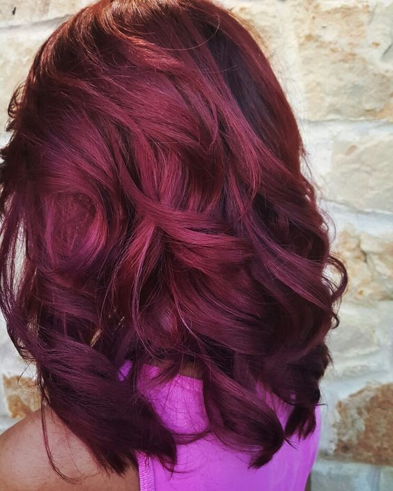 Model warna rambut burgundy