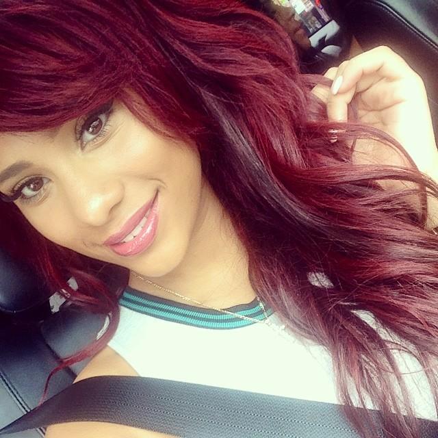 Model warna rambut burgundy